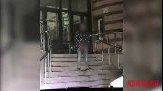 В Свободном мужчина помочился на крыльце ТЦ «Пассаж»
