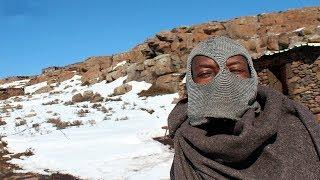Африканское Королевство играю с негритянкой в снежки самый высокогорный ресторан Африки ЮАР Лесото