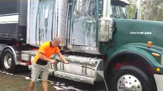 How to effectively clean a truck using Nerta's Touchless system