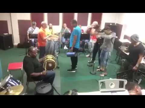 Grupo Mania - Otro Loco (en vivo)