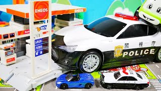はたらくくるま おもちゃ アニメ おおきなパトカーしゅつどう♪ スピードの出しすぎに注意!! おうちでたのしいおもちゃあそび♪