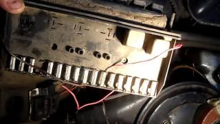 видео Как разобрать блок предохранителей ВАЗ 2107 инжектор и карбюратор старого и нового образца: схема электрооборудования с описанием, замена