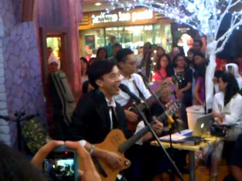 Bisma Karisma - Mulai Berjalan at Blok M Plaza (15-12-2013)