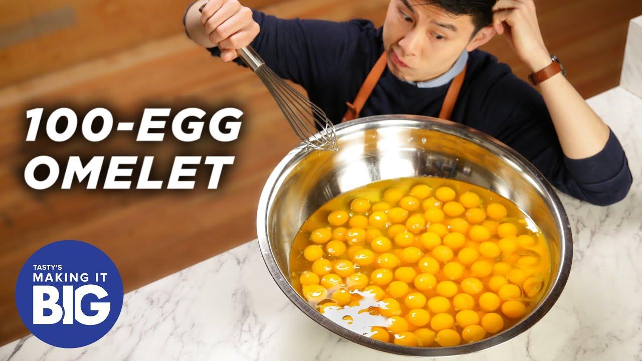 Огромен омлет от 100 яйца! Нека да видим какво се получи!