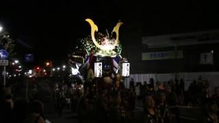 江川町をまわり、坊主町信号から唐津神社に向かう4番曳山『九郎判官源...