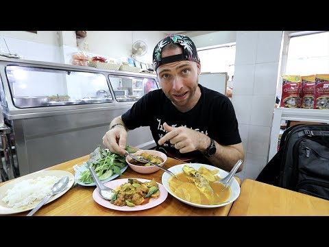 Trying VERY SPICY Thai Foods | Bangkok, Thailand