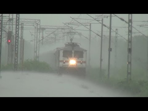 SHOWER BATH ! SUPERFAST PASCHIM EXPRESS CAPTURED IN HEAVY RAINS