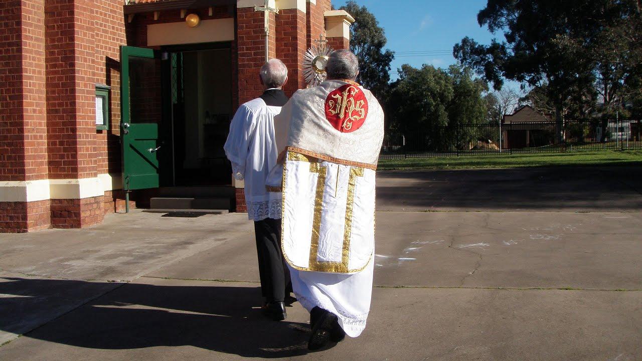 Mỹ và Âu Châu: Cung nghinh Thánh Thể xua trừ dịch bệnh, Úc Châu: Nhiều giáo phận đình chỉ thánh lễ