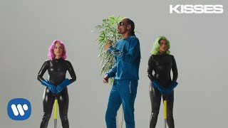 Смотреть музыкальный клип Anitta With Ludmilla And Snoop Dogg Feat. Papatinho - Onda Diferente