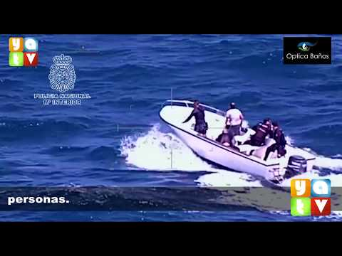 La Policía Nacional rescata a seis personas tras naufragar su embarcación