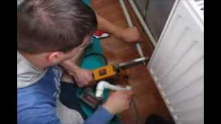 Как установить  батарею и паять пластиковые трубы