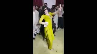 Saudi Arabia Girls Dancing     Amazing Dance on People's Between    Belly Dance