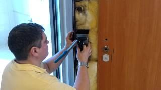 Ремонт входной металлической двери(Профессиональный ремонт входных металлических дверей, подробнее об услугах на сайте www.remont-dverey-tyumen.com., 2016-03-30T13:06:10.000Z)