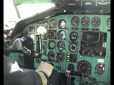 Tu-154 cockpit footage during landing in Russia (and in Russ