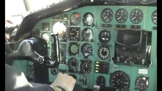 Tu-154 cockpit footage during landing in Russia (and in Russian)