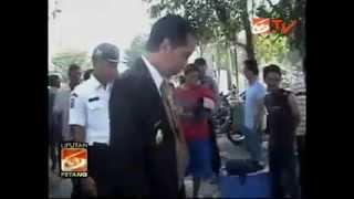 Jokowi Beli Sepatu di Pedagang Kaki Lima