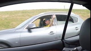 صبعلي ولحقته بالسيارة