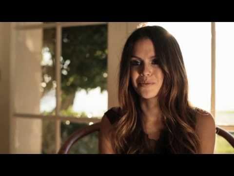 Behind-The-Scenes with Rachel Bilson