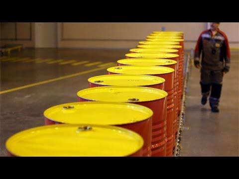 Oil Declines on U.S. Stockpiles Glut