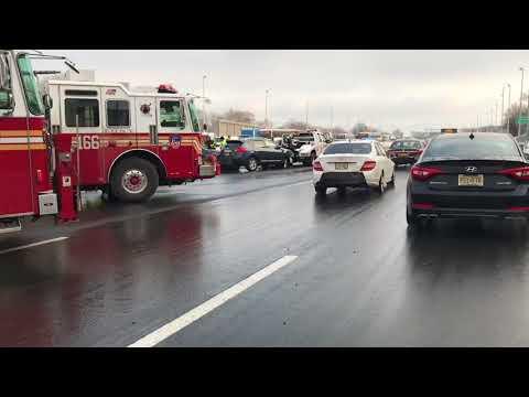 Multi-car crash on Staten Island Expressway