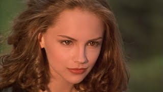 Teenage Rachael Leigh Cook \ Gorgeous photoshoot scenes \ The 18th Angel  (1997)