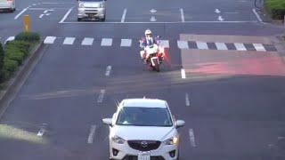 「あっ行っちゃえ」は白バイには通用しない!女性の交通機動隊に信号無視で捕まる違反車!Japanese Motorcycle police thumbnail