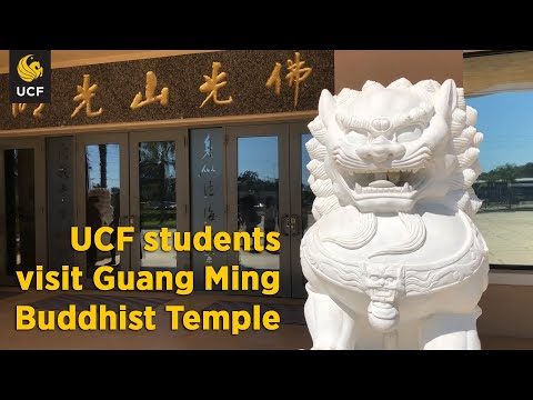 UCF students visit Guang Ming Buddhist Temple