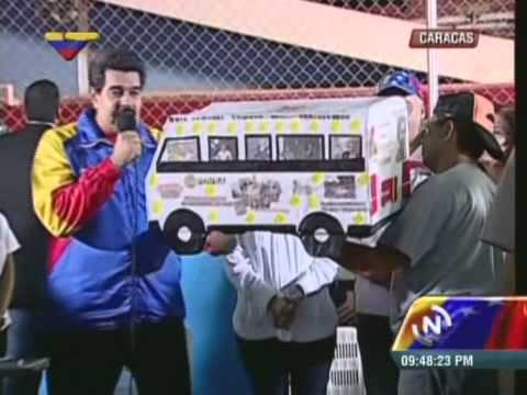 Nicolás Maduro anuncia que parte a Bolivia a Cumbre del G-77 y recibe autobús de regalo