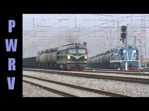 Chinese diesels - DF4B 1933 through Hekou-Nan w/long freight
