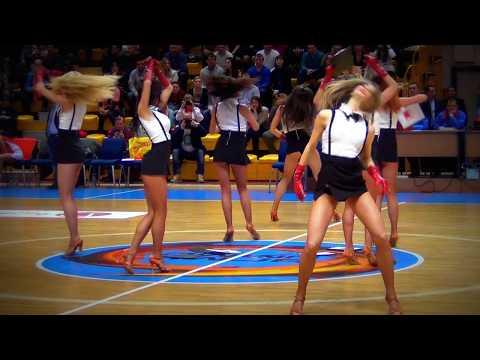 Черлидерши БК УГМК. Танец с фотографиями.