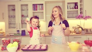 #ad | How To: Bake Strawberry & Cream Cupcakes With The Sacconejolys!