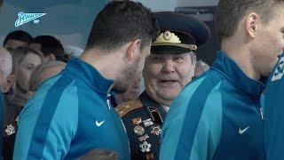 «Очень волнительный момент!»: ветераны войны вышли на поле вместе с футболистами