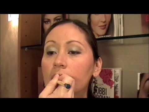 Holiday makeup lesson by Bobbi Brown Education Exec Katrina Rau