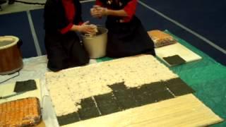СГ VIII Приготовление самого большого Суши ролла. часть 1(Приготовление самого большого Суши ролла двумя мастерами азиатской кухни, за самое короткое время; разреза..., 2012-05-20T01:12:40.000Z)