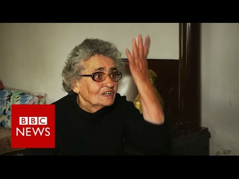 Generous Greek grandmother opens her home to Syrians - BBC News