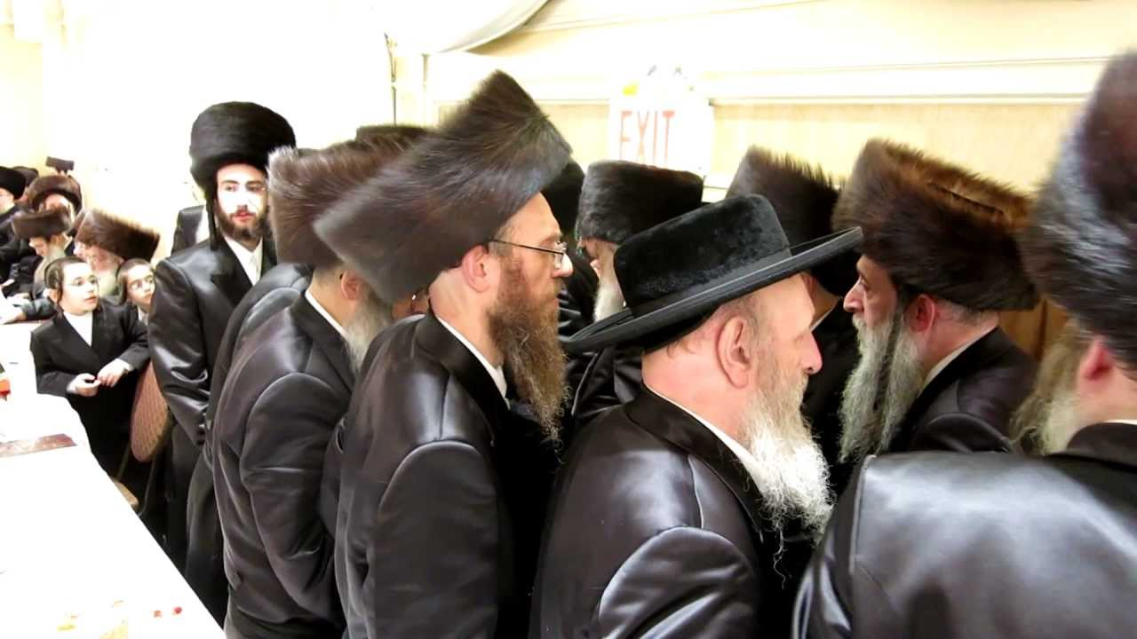 Admor Satmar dancing at Pupa Sadovna Landsberg Strizov wedding in Williamsburg