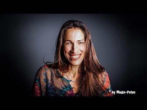 Claudia Urbschat Mingues – Interview mit der Stimme von Angelina Jolie, Rosario Dawson, Maria Bello