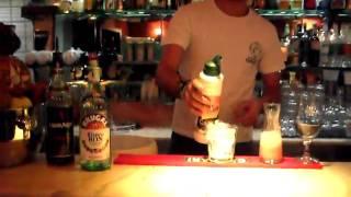 """I cocktails di giuseppe campanella 2 parte: """"pinacolada alla fragola"""".AVI"""