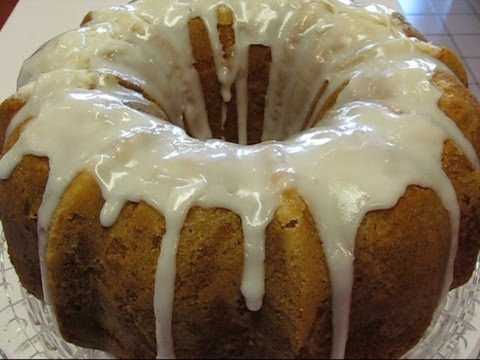 Betty's Louisiana Crunch Cake - YouTube