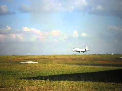 FAB Embraer VC-99A (ERJ-145LR) pousando SBUL