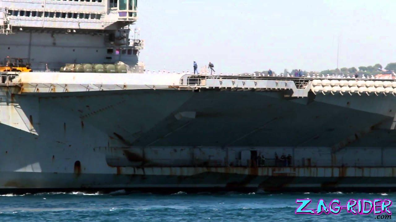 arriv 233 e du porte avion charles de gaulle 224 toulon le 12 08 2011