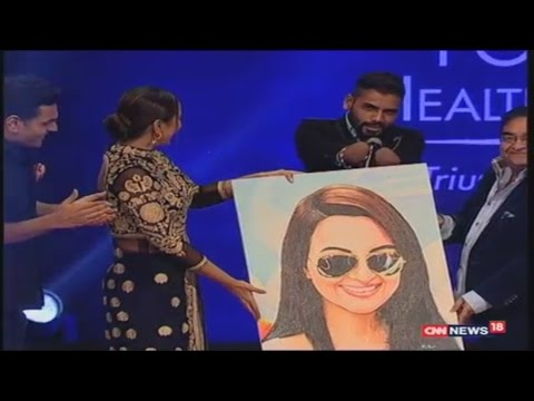 Positive Health Awards - 2016 | Sonakshi Sinha Painting Gift from artist Dhaval Khatri