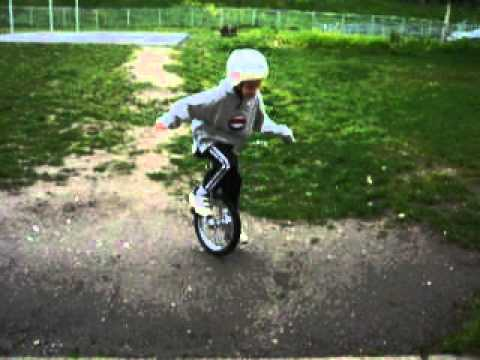Riding down from basket ball courts (Olympic View Middle School 17-April-2005)