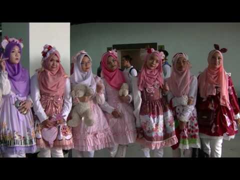 Pink Gothic Lolita Hijab Girls, Comic Fiesta 2016 Day One
