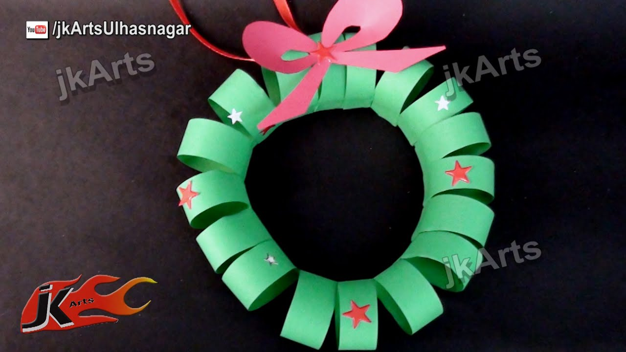 How to make paper christmas wreath diy christmas for Art and craft for school decoration