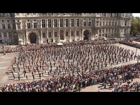 Mais de setecentos dançarinos exibem talentos em Paris