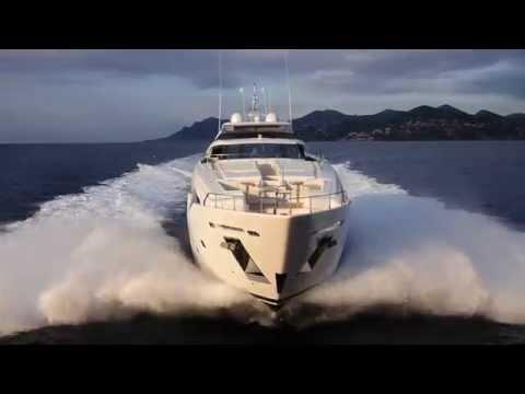 Luxury Planing Mega Yacht - Custom Line 108'