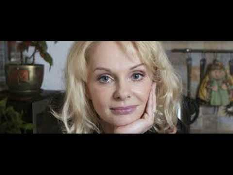 Заклёванный наследник актрисы Ирины Цывиной попытался развеять слух о беременной матери.
