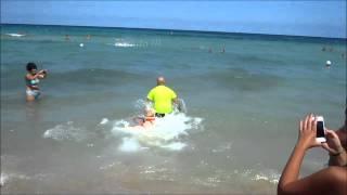 Cani salvataggio sul mare di Monopoli (simulazione)