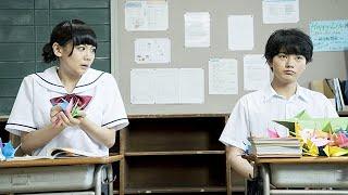 【となりの関くん】「私の隣の席の関くんは、授業中いつも何かして遊んでいる。」今日の関くんは机の上に大量の鶴を折り続ける。どうして関...
